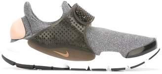 Nike 'Metro Soc Dart' sneakers