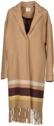 Alysi Coats