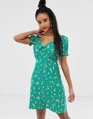 New Look sweetheart ditsy floral tea dress in green