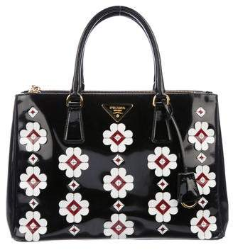 57775f1883cc ... buy pre owned at therealreal prada spazzolato flowers galleria tote  02f6c 2467b