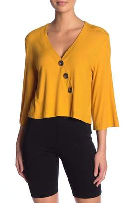 GOOD LUCK GEM 3\u002F4 Sleeve Button Detail Top