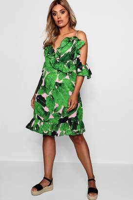f37a0eb5cea boohoo Plus Palm Print Cold Shoulder Beach Dress
