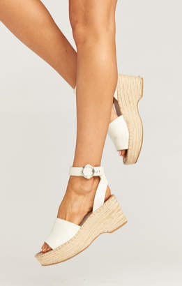 Show Me Your Mumu Dolce Vita ~ Lesley Wedges ~ White