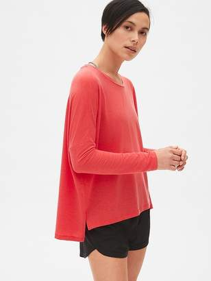 Gap GapFit Breathe Long Sleeve Step-Hem T-Shirt