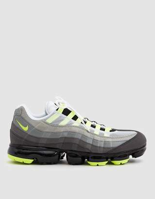 Nike Vapormax '95 Sneaker in Black/Volt-Medium Ash