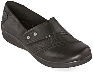 Yuu Womens Dezary Round Toe Slip-On Shoe