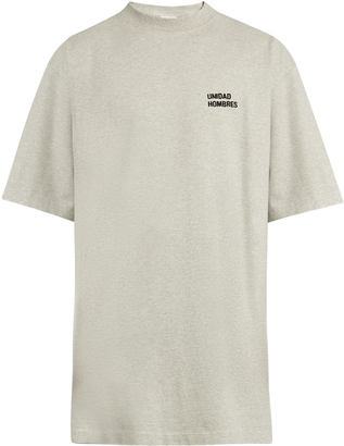 VETEMENTS Unidad Hombres-embroidered T-shirt $1,035 thestylecure.com