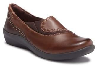 Earth Leona Leather Flat - Narrow Width Available