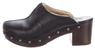 UGG UGG Australia Leather Round-Toe Clogs