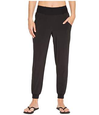 193bb2895e4d0 The North Face Arise and Align Mid-Rise Pants