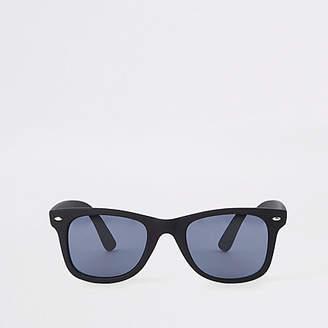 River Island Mens Black matte smoke lens retro sunglasses