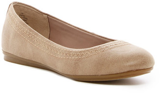 Easy Spirit Ginara Stitched Flat $79 thestylecure.com