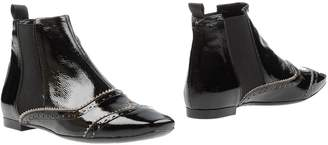 Signature Ankle boots