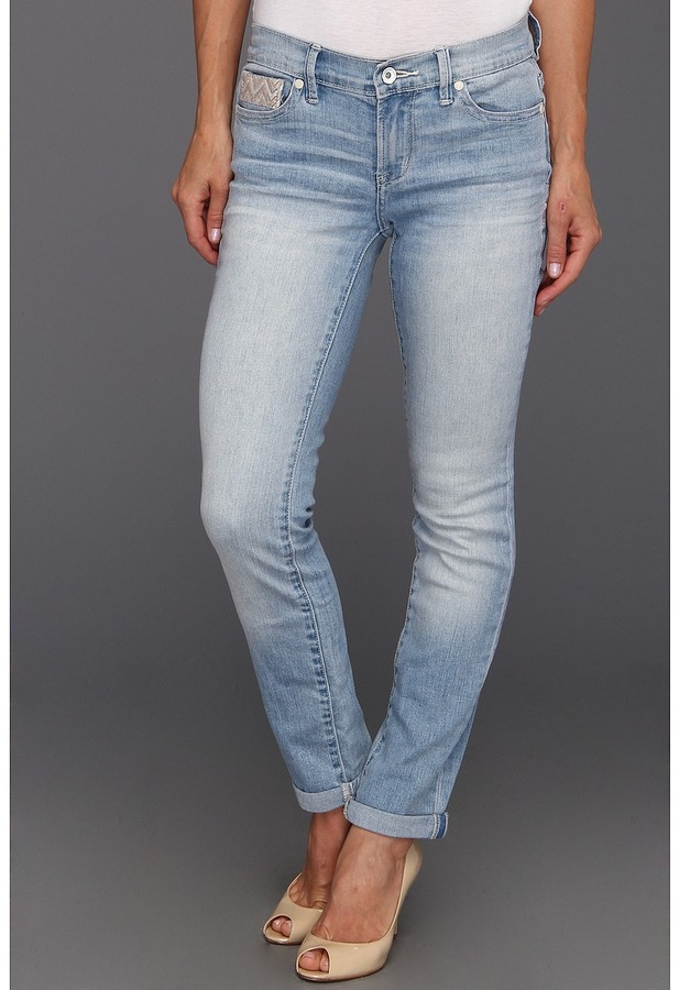Calvin Klein Jeans Petite - Petite Ultimate Skinny Ankle Roll w/ Embroidery in Light Wash (Light Wash) - Apparel