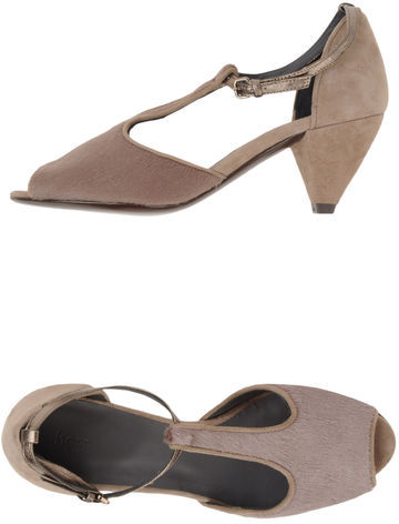 Hoss Intropia Pumps with open toe
