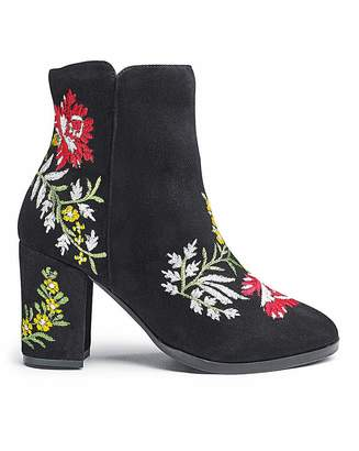 Heavenly Soles Embroidered Boots E Fit