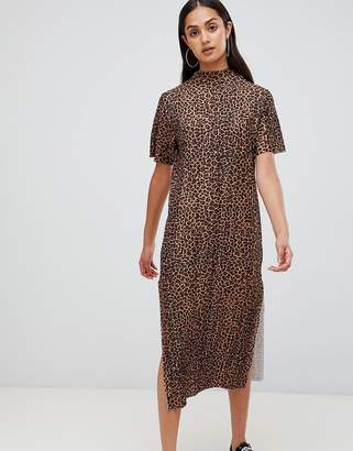 Wednesday's Girl maxi t-shirt dress in leopard plisse