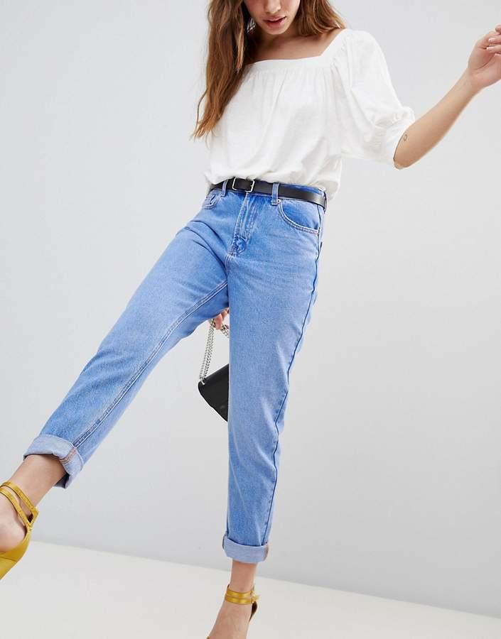 – Hellblaue Jeans mit geradem Schnitt