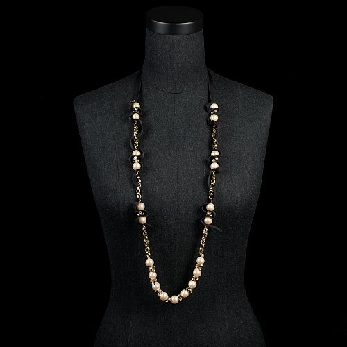 Ribboned-pearl necklace