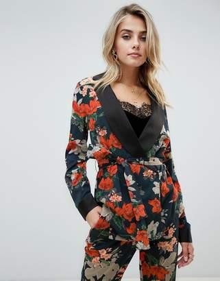 PrettyLittleThing contrast lapel blazer in floral