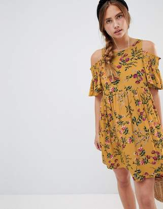 Glamorous floral dress with cold shoulder
