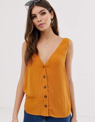 fc8daf22a3b85 Asos Design DESIGN button through vest in crinkle