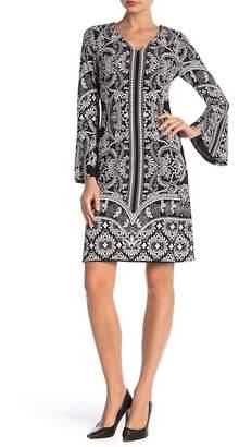 Robbie Bee V-Neck Printed Dress