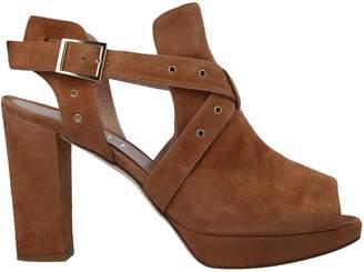 Elle Sandals