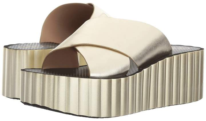 Tory Burch - Scallop Wedge Flip-Flop Women's Wedge Shoes