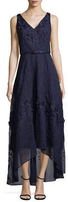 Karl Lagerfeld PARIS Sleeveless Lace V-neck Gown