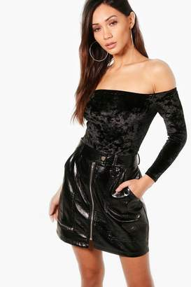 boohoo Petite Velvet Off The Shoulder Body