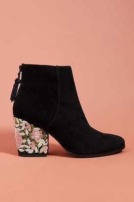 Mojo Moxy Montauk Embroidered Booties
