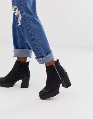 New Look chunky zip detail heeled chelsea boots in black