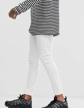 skinny jeans in white with 5 pockets