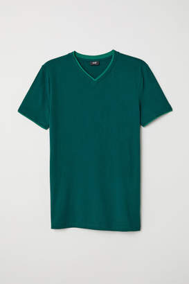 H&M V-neck Muscle Fit T-shirt - Green