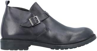 Br.Uno BONELLI Ankle boots
