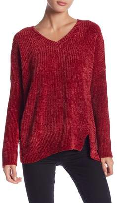 Romeo & Juliet Couture Long Sleeve V-Neck Oversized Knit Sweater