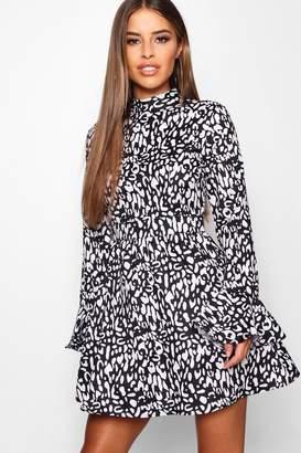 boohoo Petite Mono Animal Print Woven Skater Dress