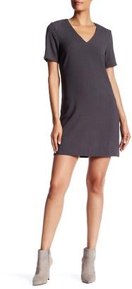 Charles Henry Short Sleeve V-Neck Shift Dress $88 thestylecure.com