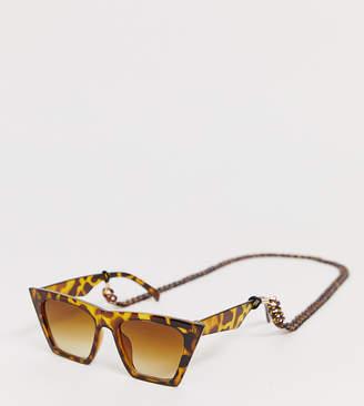 Glamorous tortoiseshell oversized sunglasses with plastic chain