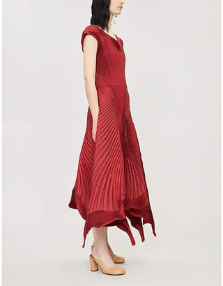 Issey Miyake Scalloped-hem pleated dress