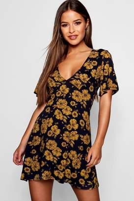 boohoo Petite Floral Frill Sleeve Shift Dress