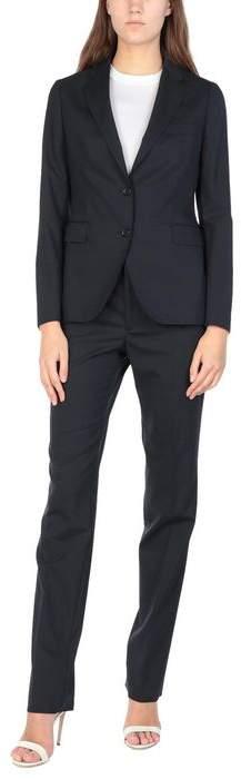 02-05 Women's suit
