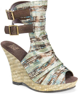 Muk Luks Sage Wedge Sandal - Women's