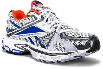 Vetements Spike Runner 200 Sneaker in Fluo Orange | FWRD