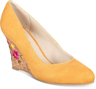 Rialto Calypso Embroidered Wedge Pumps Women's Shoes