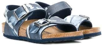 Birkenstock Kids buckle printed sandals
