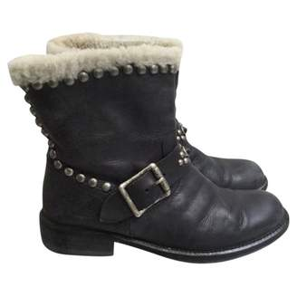 HTC Black Leather Ankle boots