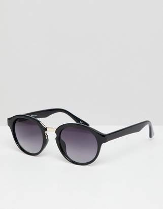 Jeepers Peepers round sunglasses in black with gradient lens