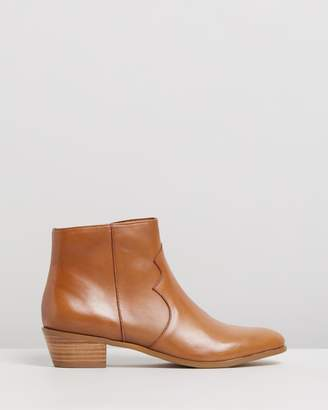 Atmos & Here Arnleigh Leather Ankle Boots